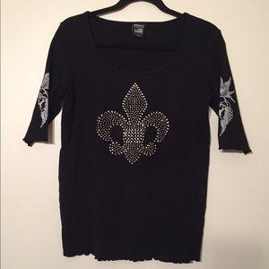 Ladies shirt with Fleur De Lis and stones.